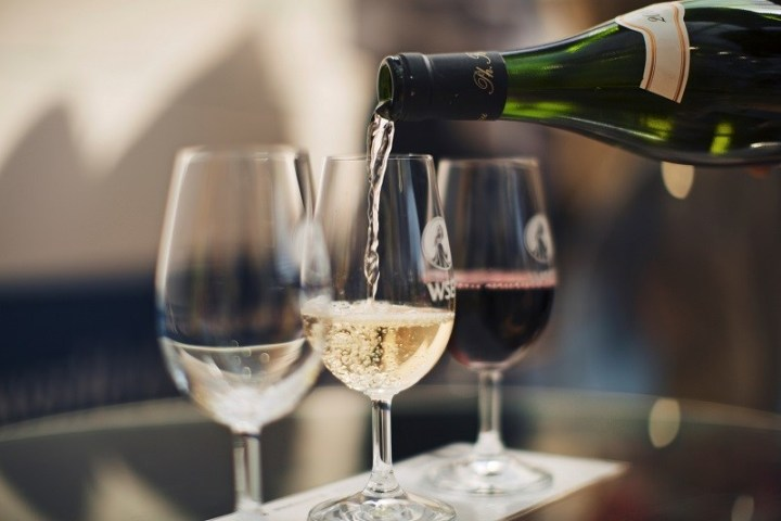 Why Every Wine Lover Should Fit In With Wine from the Month Clubs