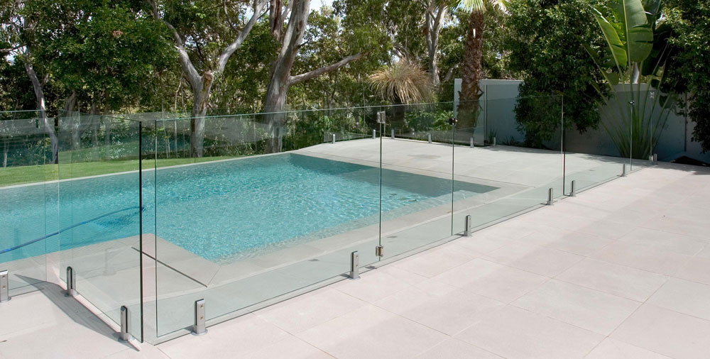 Ensure Legal Compliance At All Times With A Frameless Swimming Pool Fence